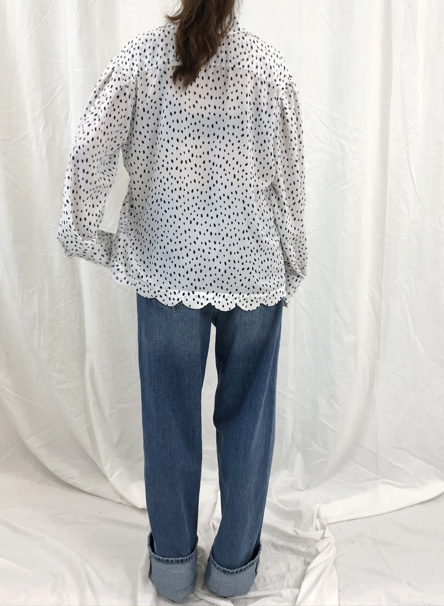 SCALLOP BLOUSE in white